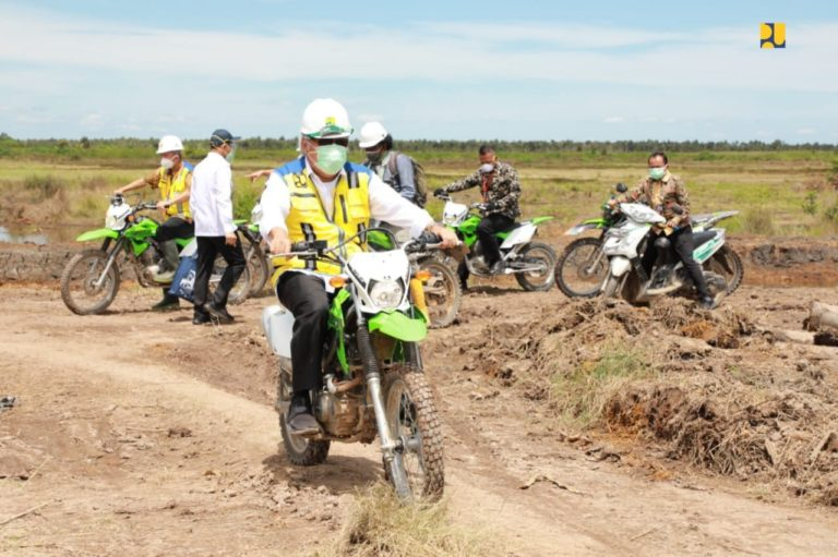 Menteri Basuki Pastikan Sistem Irigasi Kawasan Food Estate Kalteng Mengalir Baik