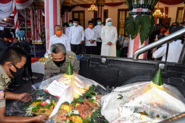 HUT Jatim Ke-75, Gubernur Khofifah Kirim Tumpeng untuk Nakes