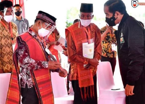 Bertandang ke Sumut, Jokowi Bagikan 22.007 Sertifikat Tanah