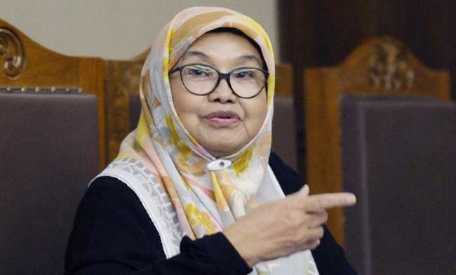 Eks Menkes Siti Fadilah Sumringah Kini Bebas dari Jeruji Sel