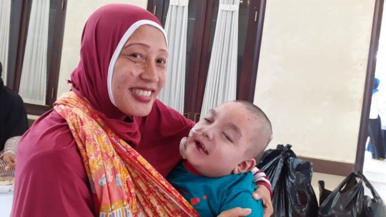 Keluarga Penderita Hidrosefalus Taruh Harapan Besar pada Program Berobat Gratis Pradi-Afifah