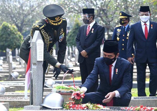 Refleksi Hari Pahlawan, Jokowi Ajak Putus Rantai Penyebaran Covid-19
