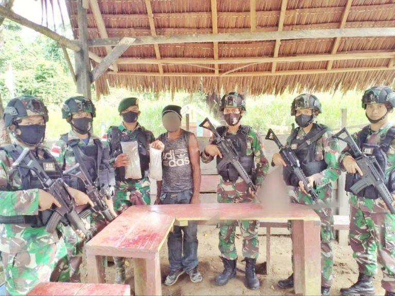 Prajurit Yonif 642 Tangkap Pengedar Sabu di Perbatasan RI-Malaysia