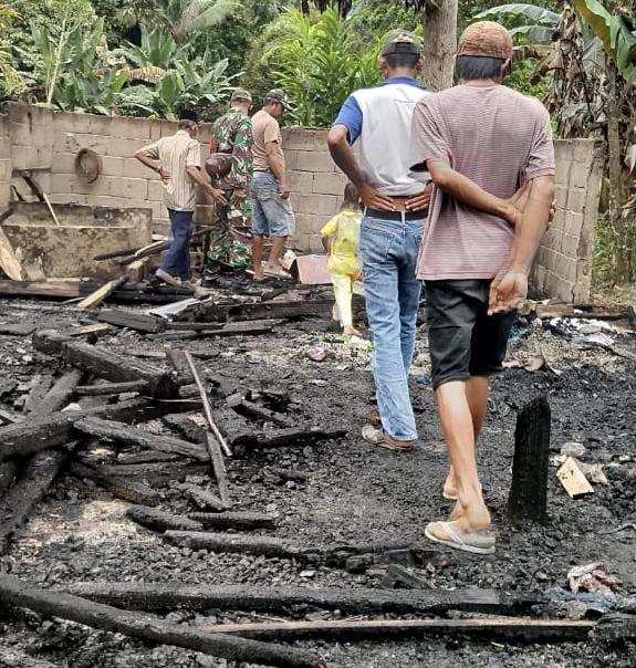 Koramil Pakue Galang Bantuan Bagi Korban Kebakaran di Desa Pomala