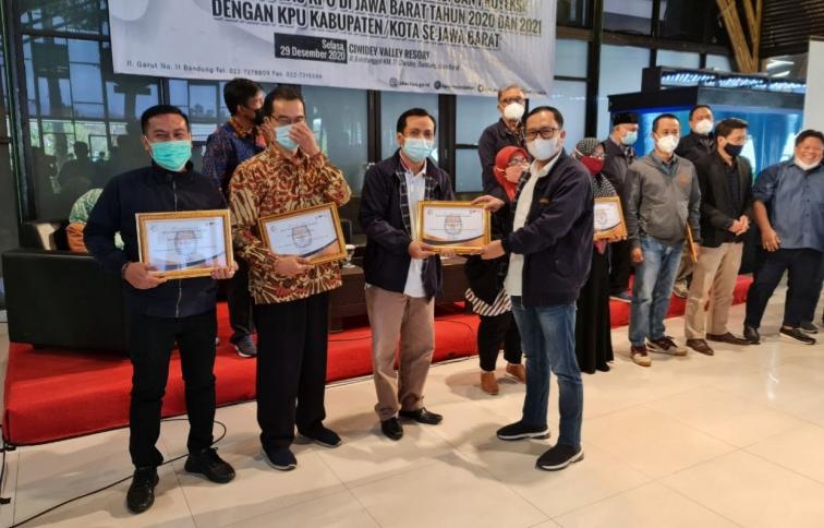 Pilwalkot Sukses, KPU Depok Diganjar Tiga Penghargaan