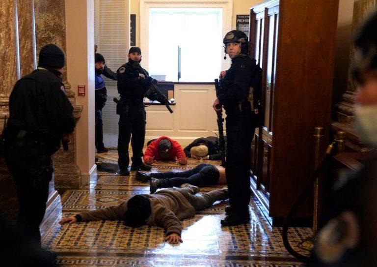 Rusuh di Capitol AS: Empat Tewas, 52 Ditangkap