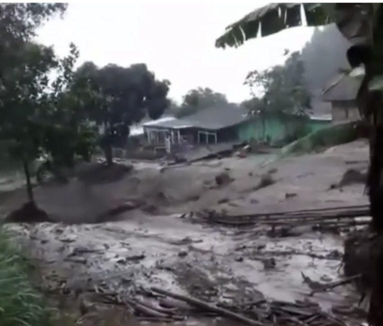 Gunung Mas Puncak Bogor Diterjang Banjir Bandang