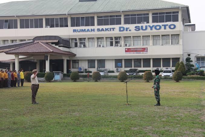 RS Suyoto Laksanakan Vaksinasi Pertama Terhadap 25 Nakes
