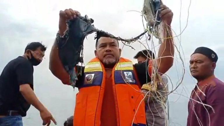 Nelayan Temukan Serpihan, Diduga Milik Sriwijaya Air SJ 182 yang Hilang Kontak