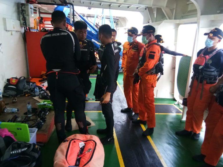 Penyelam BSG dan IDRT Evakuasi Korban Sriwijaya Air dari Bawah Air