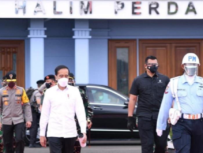 Bertolak ke Kalsel, Jokowi Tinjau Lokasi dan Korban Banjir