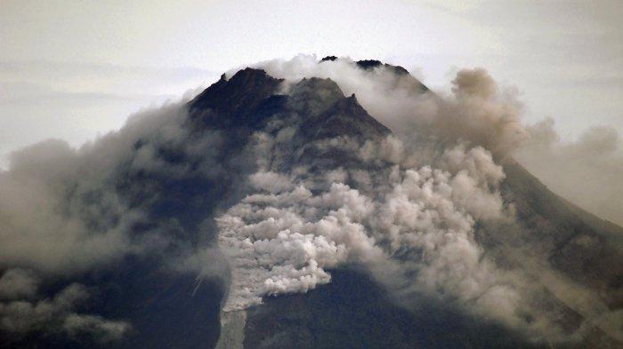 Gunung Merapi Erupsi, Muntahkan 36 Kali Guguran Awan Panas