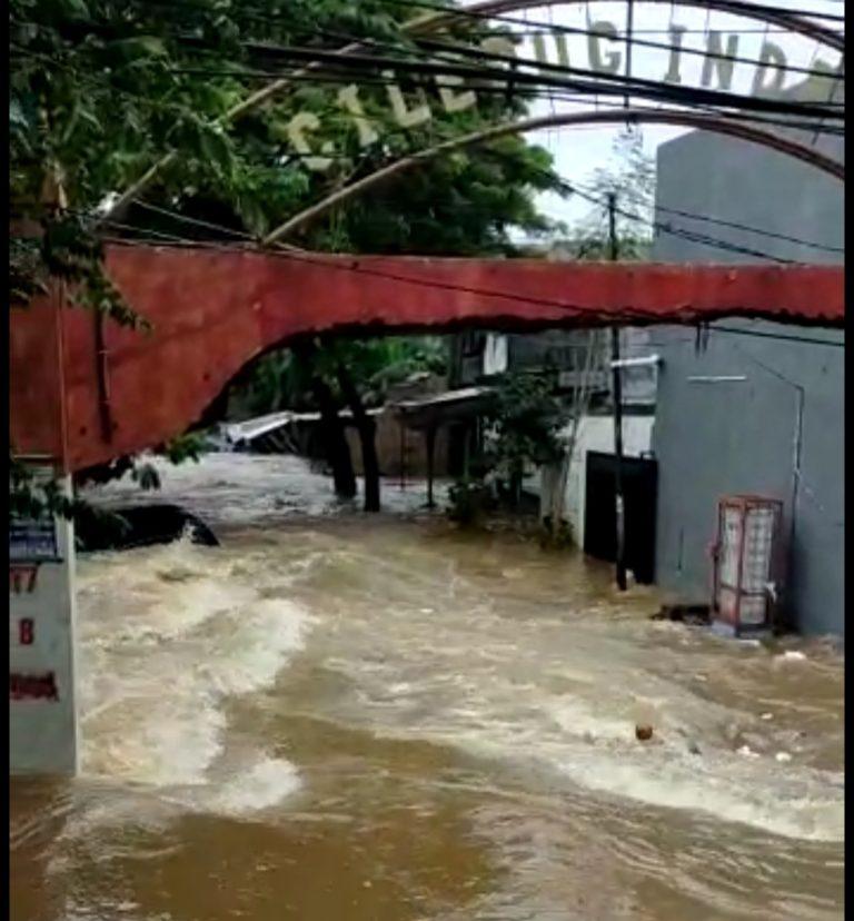 Ratusan Rumah di Ciledug Indah Terendam Banjir hingga 1 Meter
