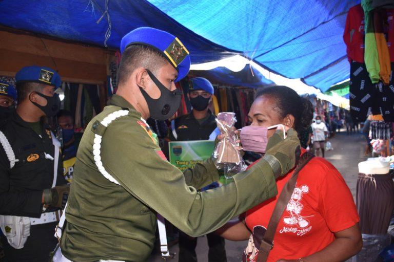 Pomdam Kasuari Bagikan Masker Gratis ke Warga Manokwari