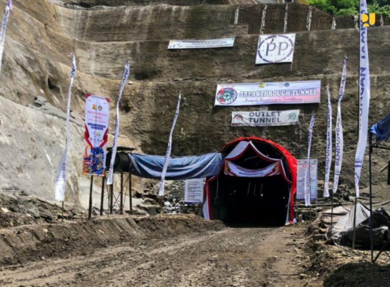 Kementerian PUPR Lakukan Breakthrough Tunnel Pengelak Bendungan Tamblang