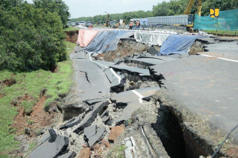 Menteri Basuki Instruksikan Penanganan Darurat di Median Jalan Longsor Tol Cipali Dipercepat