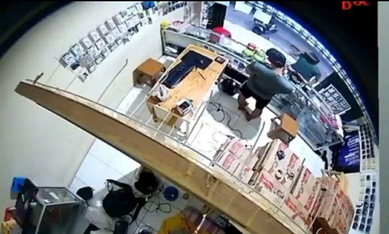 Pencurian Ponsel di Depok Terekam CCTV, Netizen: Kelar Nih Bocah