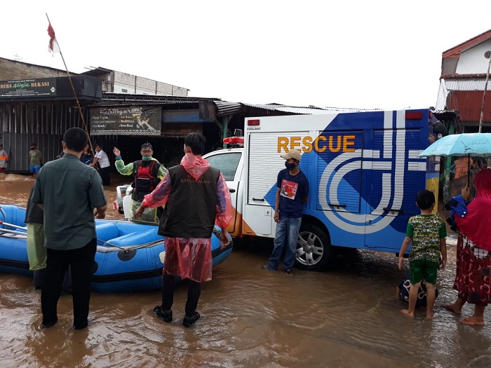 Jasa Marga Terjunkan Relawan Bantu Korban Banjir Bekasi-Karawang