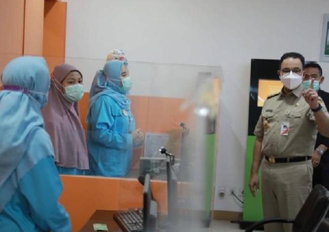 Tinjau RSUD Jati Padang, Anies Lega Semua Nakes Sudah Divaksin