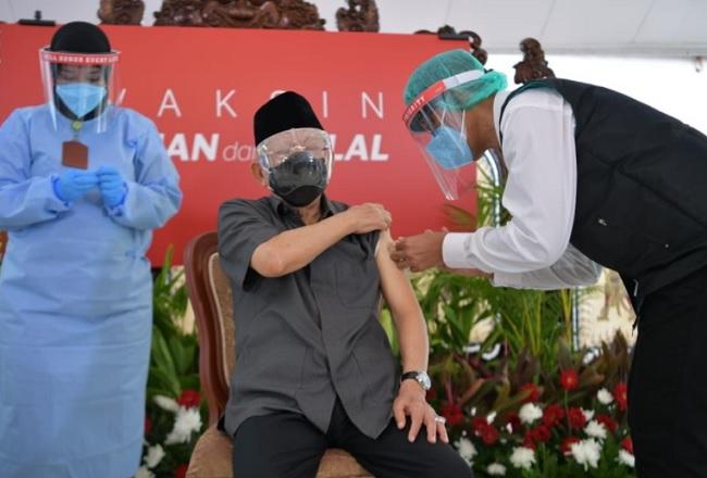 Disuntik Vaksin, Ma'ruf Amin jadi Contoh bagi Warga Lansia
