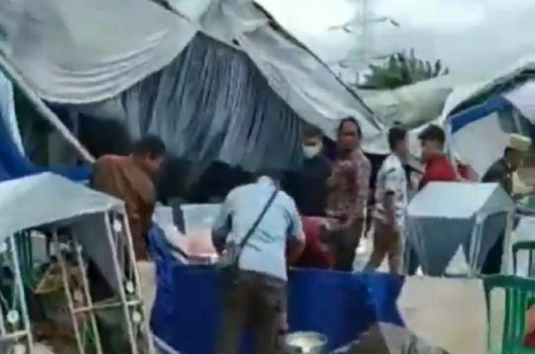 Pengantin Wanita Pingsan Tenda Nikahan Roboh Diterjang Puting Beliung
