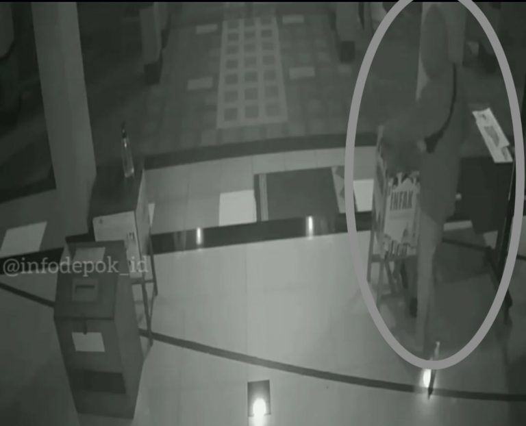 Viral Aksi Maling Kotak Amal Masjid di Depok, Netizen: Semoga Diberi Hidayah