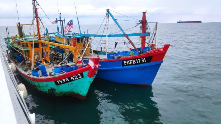 Bakamla RI Tangkap Dua Kapal Pencuri Ikan Asal Malaysia