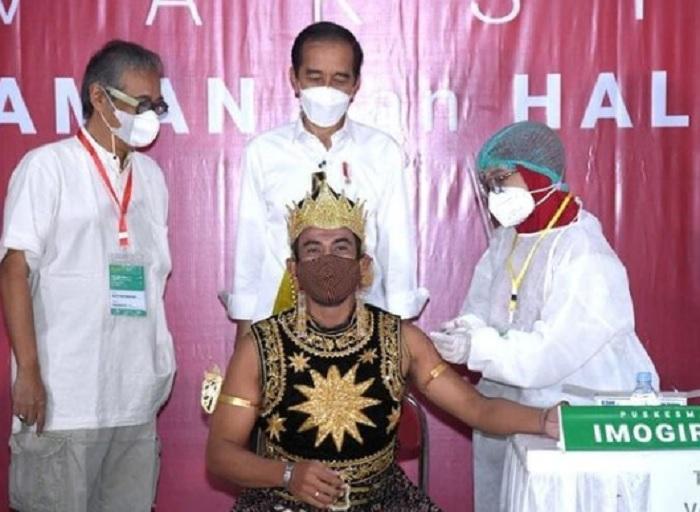 Jokowi Sebut Vaksinasi 517 Seniman Yogyakarta Berjalan Lancar