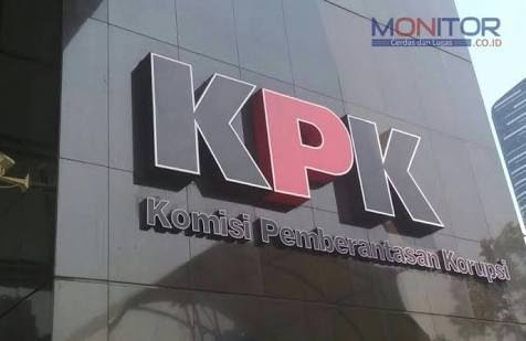 IPW minta KPK Panggil Dua Nama ini terkait Dugaan Aliran Duit Korupsi Bansos