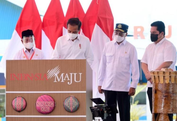 Pacu Ekonomi Baru, Jokowi Resmikan Bandara Kuabang di Malut