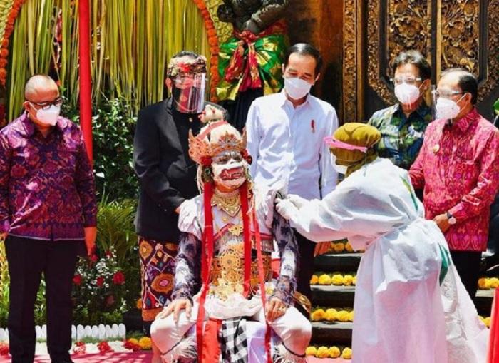 Jokowi: Masyarakat Bali Harus Ikhtiaar Bersama Cegah Covid-19