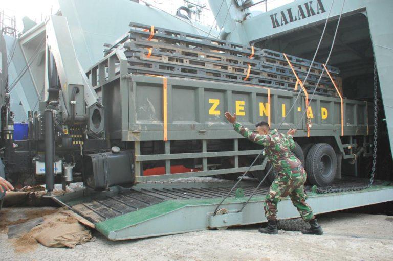 TNI AD Kirim Alat Berat dan Perlengkapan Lapangan ke NTB dan NTT