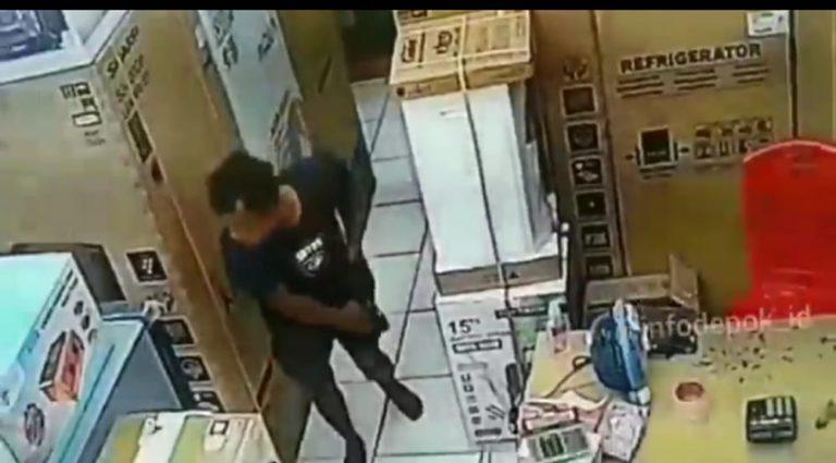 Viral! Pencuri Pakai Kolor di Toko Elektronik Depok Terekam CCTV