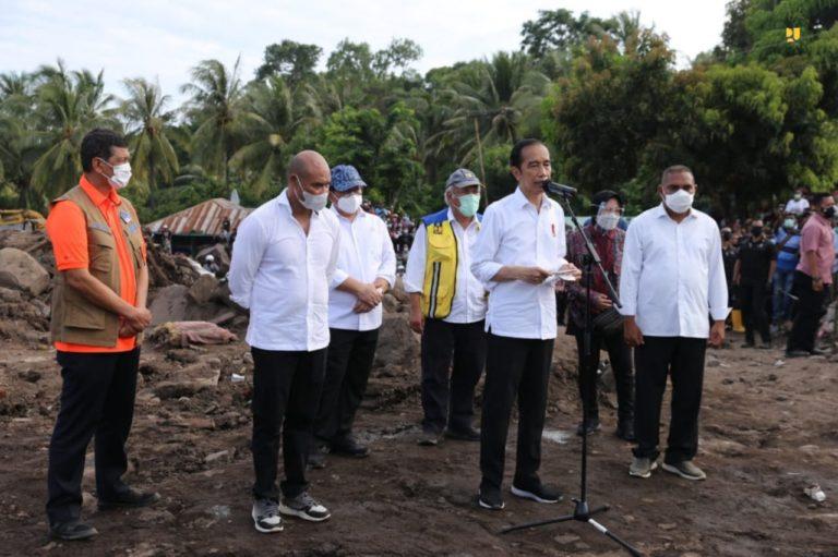 Jokowi Pastikan Kementerian PUPR Siap Bangun Rumah Relokasi Bencana Longsor NTT