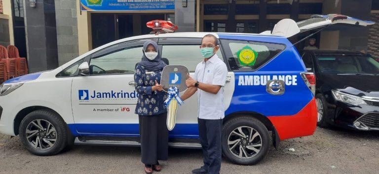 Jamkrindo Serahkan Bantuan Ambulans untuk Masyarakat
