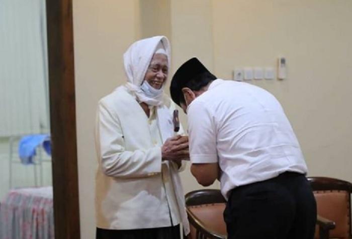 Temui Kyai Sepuh, Luhut: Jangan Sampai Tidak Divaksin