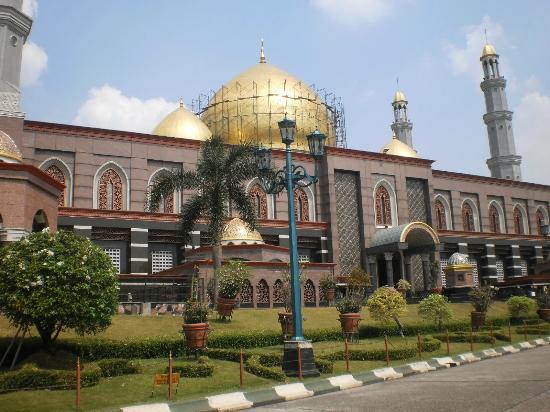Masjid dan Musala di Depok Dilarang Gelar Buka Puasa Bersama