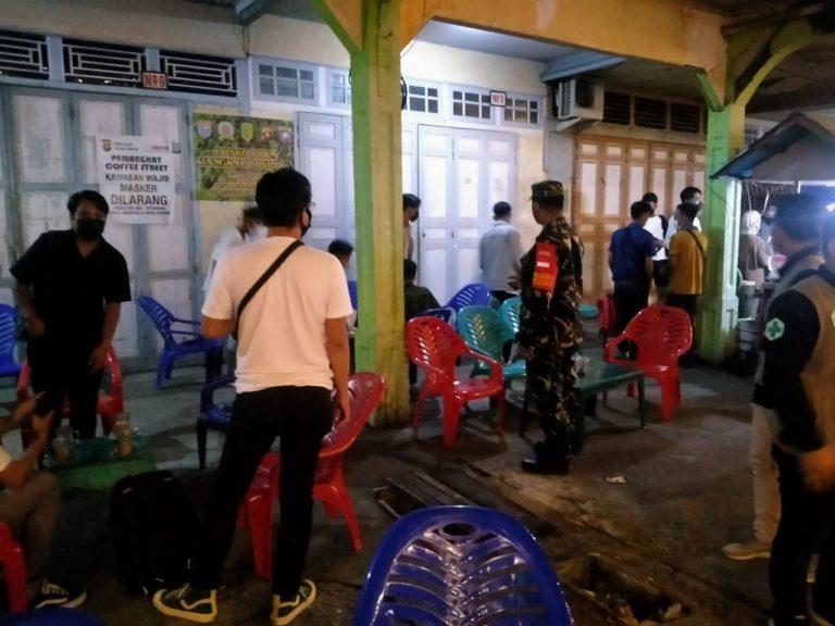 Koramil dan Polsek Pemangkat Gelar Razia Prokes di Tempat Nongkrong