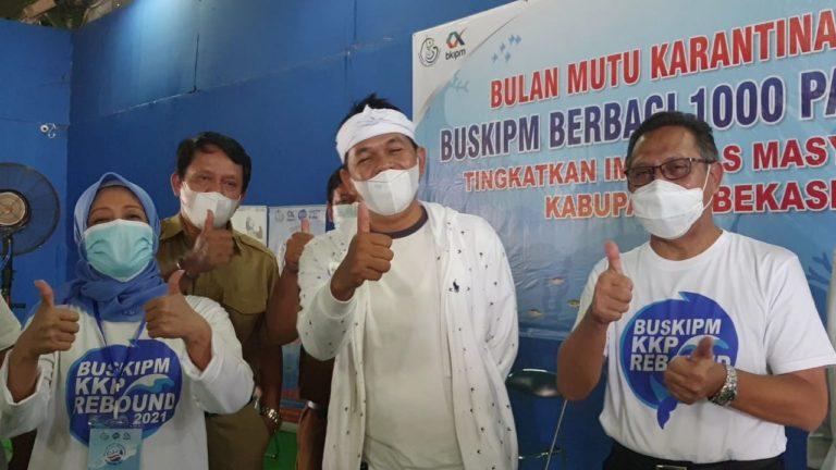 Tingkatkan Imunitas, BUSKIPM Berbagi 1000 Paket Ikan untuk Masyarakat Kabupaten Bekasi