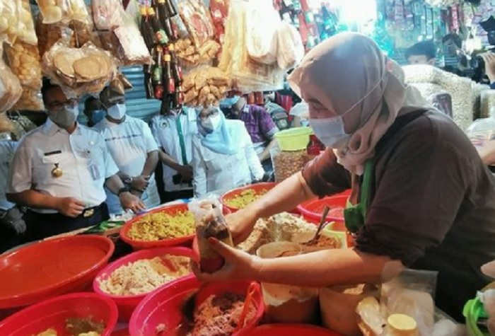 Sidak Pasar, Anies Klaim Harga Bahan Pokok di Jakarta Relatif Stabil