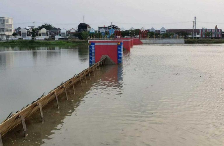 Rampung, Pembangunan Bendung Gerak Kanal Banjir Barat Siap Beroperasi