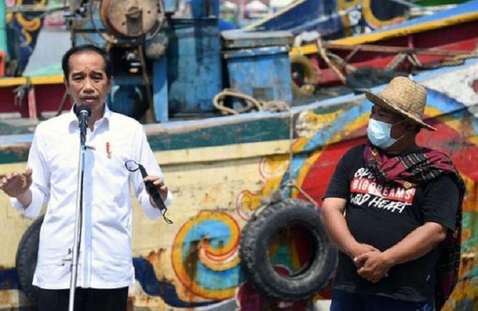 Kunjungi PPDI Brondong Lamongan, Jokowi Tampung Keluhan Nelayan