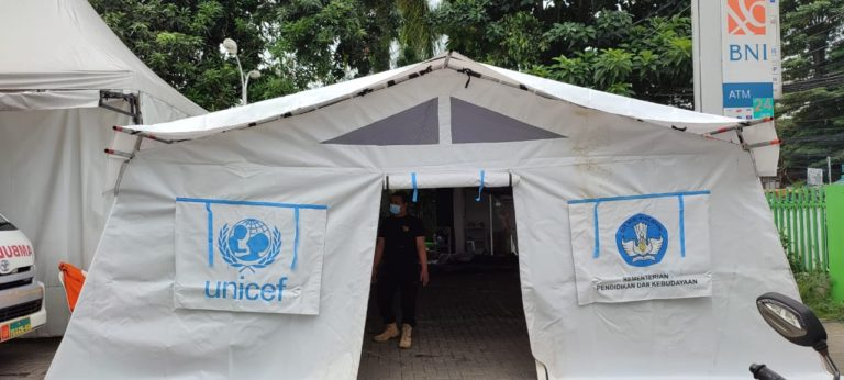Kemendikbudristek Salurkan 50 Tenda untuk Bantu Rumah Sakit di Jakarta