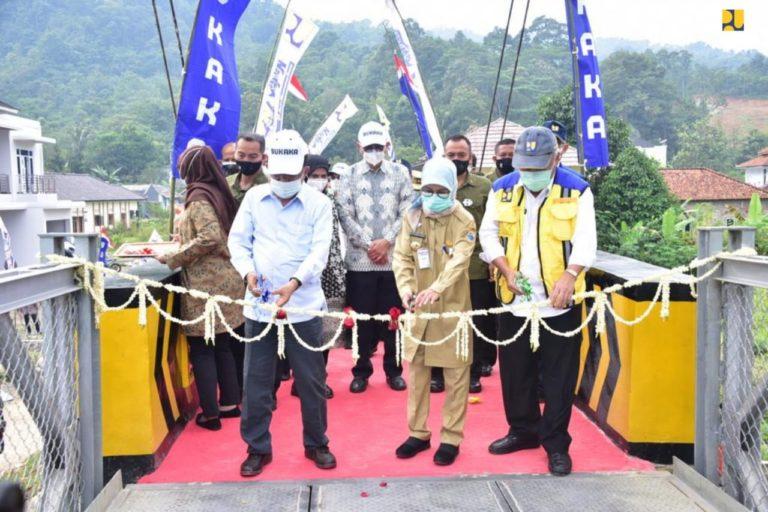 Bersama PT Bukaka, Kementerian PUPR Rampungkan Perbaikan Jembatan Gantung di Lebak