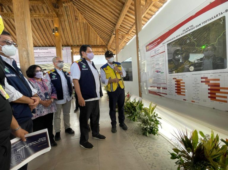 Menko Perekonomian dan Menperin Tinjau Progres Tol Yogyakarta-Bawen