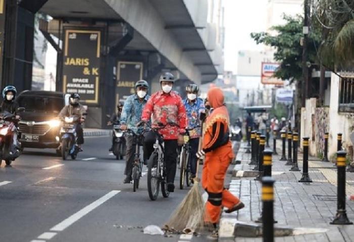 Anies Wajibkan Gedung di Jakarta Punya Tempat Parkir Sepeda