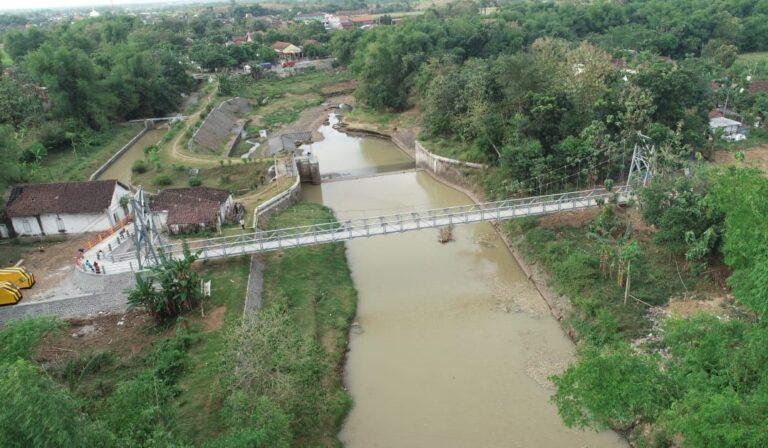 Kementerian PUPR Rampungkan Jembatan Gantung Mbah Buto di Jawa Timur
