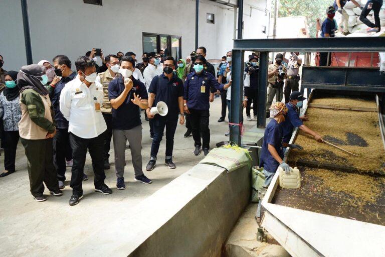 Pastikan Stok Beras Aman, SYL Kunjungi Penggilingan Padi di Bekasi