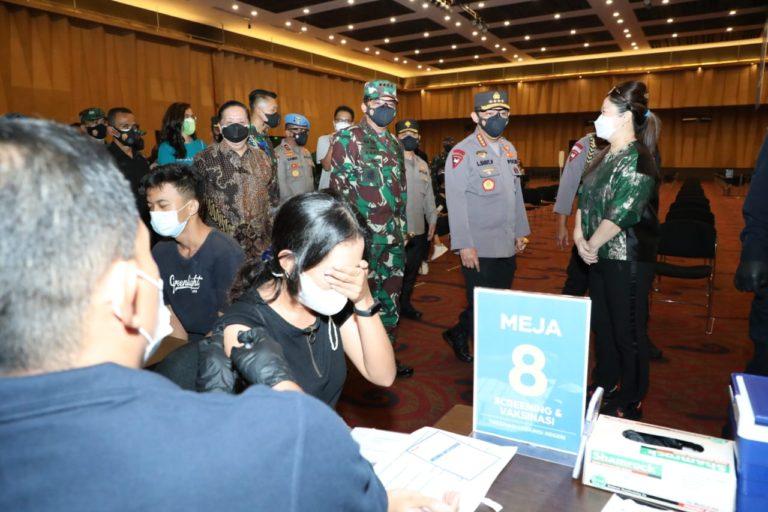 TNI Kerahkan Nakes Bantu Percepatan Vaksinasi di DKI Jakarta