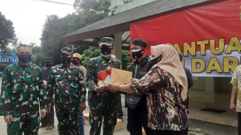 Kodim Depok Salurkan Bansos PPKM untuk Warga Miskin dan Pekerja